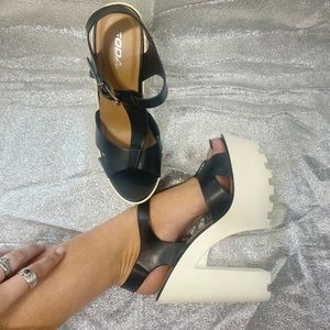 Black & White color block heel ✨